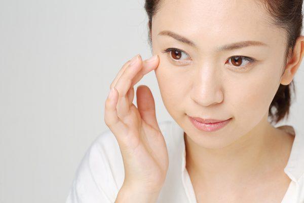 加齢はハリツヤを失わせてしまうだけでなく、お肌の乾燥も招いてしまいます。