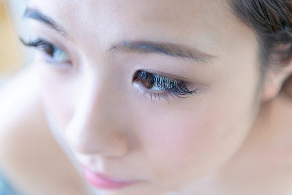 まつげエクステは自分の顔や目などの印象や自分のなりたいイメージにより、自由にカスタマイズ可能です。自由にカスタマイズできることから、希望するまつげを演出できます。